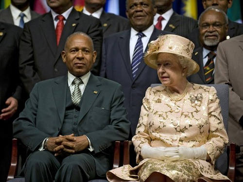 Photo: Trinidad & Tobago's Prime Minister Patrick Augustus Mervyn Manning (left) and Britain's Queen Elizabeth II pose after the opening ceremony of the Commonwealth Heads of Government Meeting in Port of Spain, Trinidad and Tobago on 27 November 27 2009.  Queen Elizabeth II, the titular head of the Commonwealth, officially opened the three-day summit.  (Copyright AFP 2016/Luis Acosta)