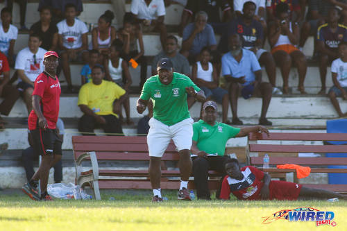 Photo: Fyzabad Secondary coach Anthony Rougier (centre) gets behind his team during SSFL Premier Division action against St Anthony's College on 24 September 2016 at Fyzabad. (Courtesy Chevaughn Christopher/Wired868)