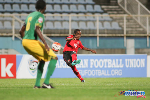 Photo: Trinidad and Tobago National Under-17 Team playmaker Che Benny (right) whips in a cross during Caribbean Football Union (CFU) action against Jamaica on 20 September 2016 at the Ato Boldon Stadium in Couva. (Courtesy Chevaughn Christopher/Wired868)