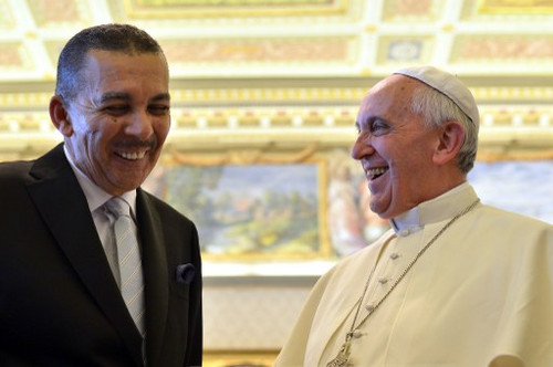 Photo: Pope Francis welcomes Trinidad and Tobago President Anthony Carmona (left) during a private audience on 6 July 2013 at the Vatican. (Copyright AFP 2016/Gabriel Bouys)