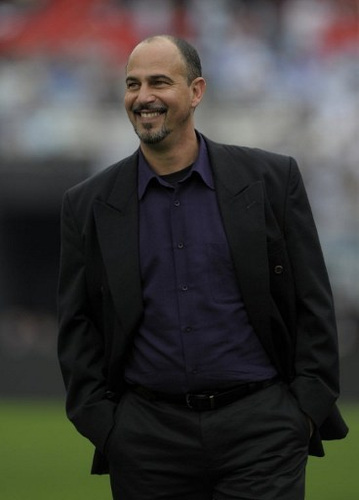 Photo: Then Canada coach Stephen Hart struts before a friendly match against Argentina at the Monumental stadium in Buenos Aires, on 24 May 2010.  (Copyright AFP 2016/Juan Mabromata)