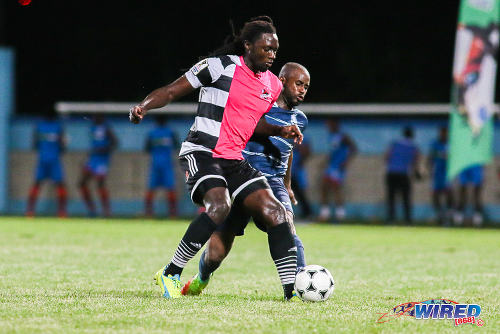 Photo: Central FC forward Kenwyne Jones (left) holds off Police FC defender Dexter Alleyne during Pro League action at the Ato Boldon Stadium on 4 November 2016. (Courtesy Chevaughn Christopher/Wired868)