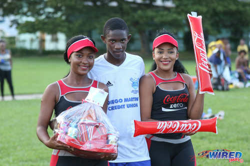 "Photo: Diego Martin North Secondary schoolboy Zion ""Bandy"" Williams is flanked by two Coca Cola representatives after his Man of the Match display against Blanchisseuse Secondary in North Zone Intercol action at the St Mary's College ground in St Clair on 2 November 2016. (Courtesy Sean Morrison/Wired868)"