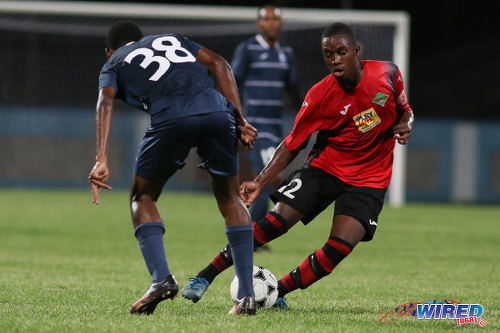 Photo: San Juan Jabloteh midfielder Kion Joseph (right) tries to dribble past Police FC defender Nequan Caruth during Pro League at the Ato Boldon Stadium on 1 November 2016. Jabloteh won 3-2. (Courtesy Chevaughn Christopher/Wired868)