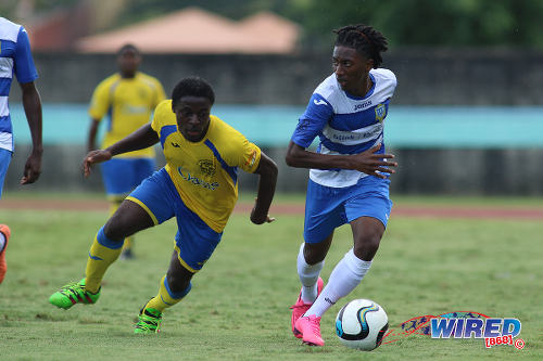 Photo: Presentation College (San Fernando) full back Mylz Barrington (right) keeps the ball from Shiva Boys Hindu College winger Quinn Rodney during the South Zone Intercol final at the Mannie Ramjohn Stadium on 18 November 2016. (Courtesy Chevaughn Christopher/Wired868)