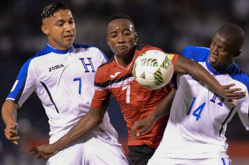 Photo: Honduras winger Boniek Garcia (right) and Emilio Izaguirre (left) vie for the ball with Trinidad and Tobago winger Cordell Cato during their 2018 FIFA World Cup qualifier in San Pedro Sula, Honduras on 15 November 2016. (Copyright AFP 2016/Orlando Sierra)