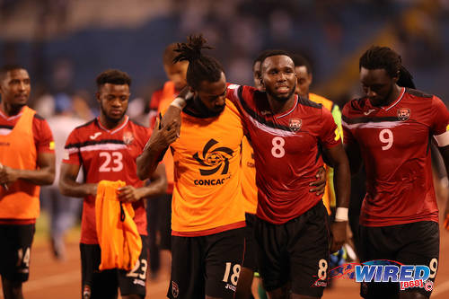 Photo: Trinidad and Tobago midfielder Khaleem Hyland (second from right) is helped to the dressing room by defender Yohance Marshall (centre) while captain Kenwyne Jones (right) looks on after 2018 World Cup qualifying action against Honduras in San Pedro Sula on 15 November 2016. (Courtesy Allan V Crane/Wired868)