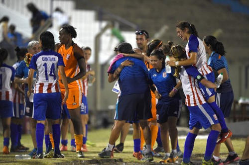 Photo: Trinidad and Tobago goalkeeper Kimika Forbes (third from left) celebrates with teammates of Paraguayan club, Sportivo Limpeño, after their triumph over Brazil's Adi Foz Catarata in the Copa Libertadores women's semifinal at the Suppici stadium in Colonia, Uruguay on 17 December 2016. (Copyright AFP 2017/Pablo Porciuncula)