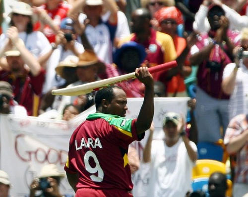 West Indies Captain Brian Lara (centre) walks off the field after being run out against England during the Super-Eight ICC World Cup cricket match at the Kensington Oval in Bridgetown, Barbados on 21 April 2007. Lara scored 18 runs in his final international cricket match. (Copyright AFP 2017/Adrian Dennis)