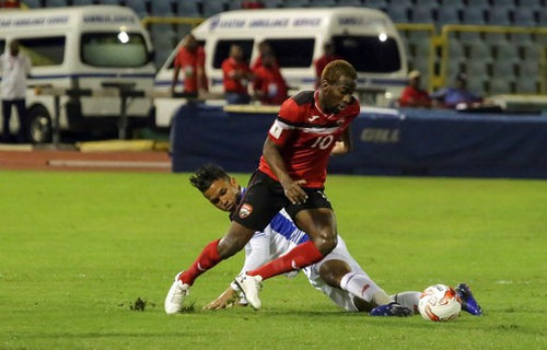 Photo: Trinidad and Tobago midfielder Kevin Molino (foreground) takes the ball around Panama midfielder Amilcar Henriquez during their 2018 FIFA World Cup qualifier at the Hasely Crawford Stadium, Port of Spain on 24 March 2017. (Copyright AFP 2017/Alva Viarruel)