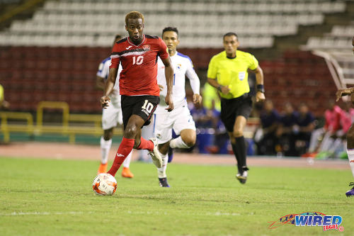 Photo: Trinidad and Tobago midfielder Kevin Molino weighs up his options during 2018 World Cup qualifying action against Panama at the Hasely Crawford Stadium on 24 March 2017. (Courtesy Chevaughn Christopher/Wired868)