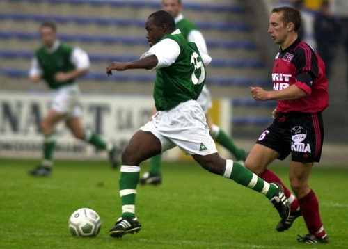 Photo: Hibernian FC midfielder Lyndon Andrews (left) glides away from Guingamp's Claude Michel during an exhibition match in Guingamp, France on 21 July 2001. (Copyright AFP 2017/Frank Perry)