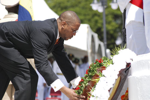 Photo: Chief Justice and JLSC chairman Ivor Archie lays a wreath at Memorial Park, Port of Spain on 8 November 2009. (Copyright News.gov.tt)