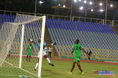 Photo: San Juan Jabloteh goalkeeper Javon Sample (centre) claws away a late effort by Portmore United attacker Jeremie Lynch during 2017 Caribbean Club Championship action at the Hasely Crawford Stadium on 18 May 2017. Jabloteh held on for a 2-2 draw to book their place in the regional final. (Courtesy Sean Morrison/Wired868)